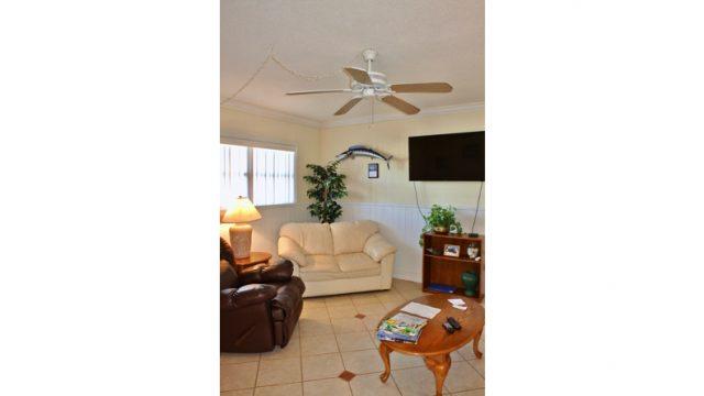 STB401B103 living room