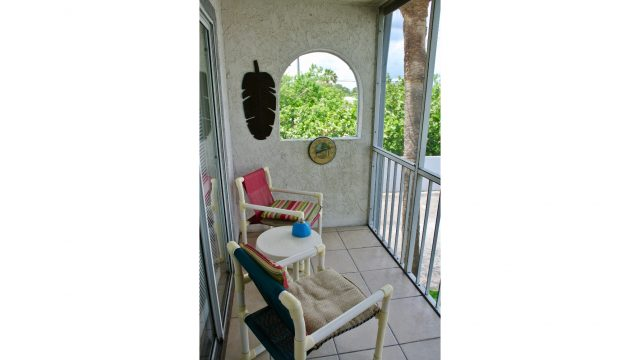 VS102BBL screened balcony